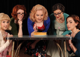 5 LESBIANS EATING A QUICHE @ Henry Summer gets 8/10