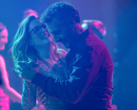 GLORIA BELL gets 5.5/10 Romance woes