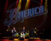 AMERICA @ Perth Concert Hall gets 7/10